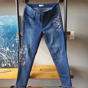 """Kensie - 9"""" Rise - Floral Embroidered Jeans"""